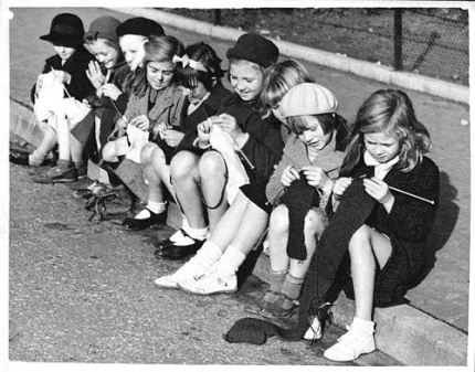 01-girls-knitting-1939